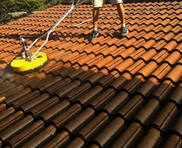 ciśnieniowe mycie dachu gorącą wodą