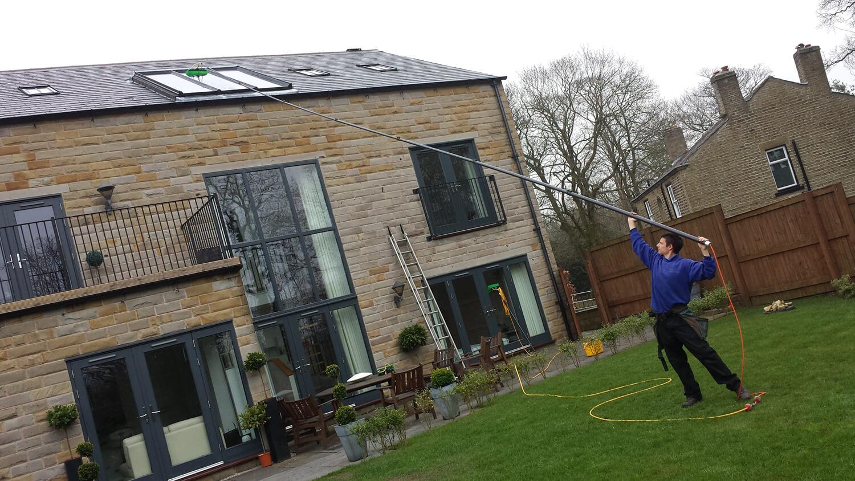 mycie okien dachowych wodą zdemineralizowaną