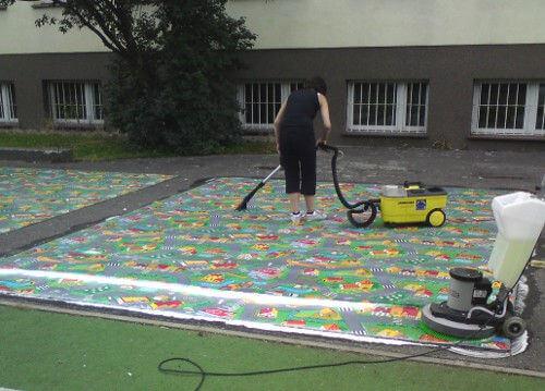 pranie dywanów w szkole