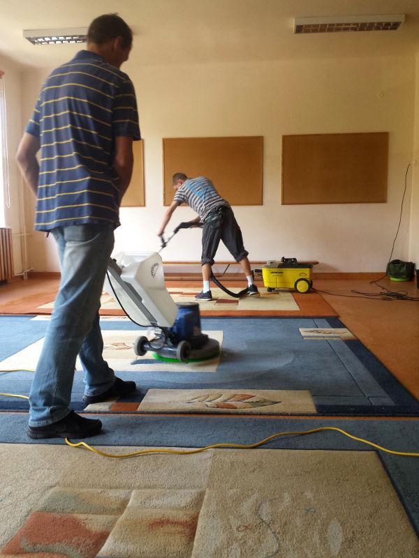 pranie dywanow w szkole